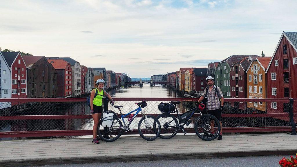 A woman and a man by their bikes on a bridge in Trondheim